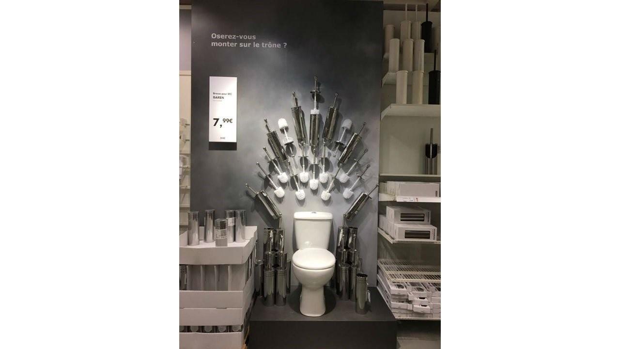 """Premiera ostatniego sezonu popularnego serialu HBO """"Gra o tron"""" wywołała w social media duże poruszenie. Marki prześcigały się w ciekawych i chwytliwych promocjach swoich usług i produktów w nawiązaniu do tego wydarzenia. IKEA wykorzystała to wydarzenie po mistrzowsku tworząc słynny tron z serialu w nieco """"odświeżonej"""