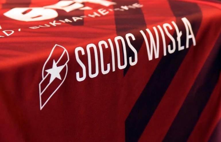 Fot. Znak Socios Wisła na koszulkach meczowych Wisły Kraków